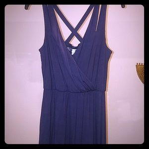 Drapey V neck sleeveless dress.